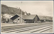 189. (Lake Louise Railway Station)